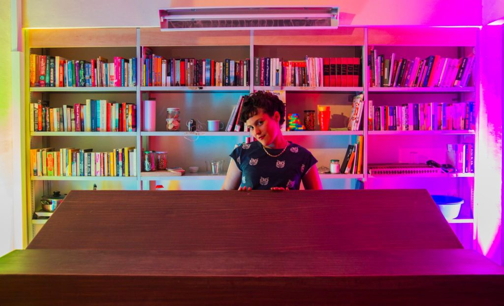 ספרייה בלילה בר
