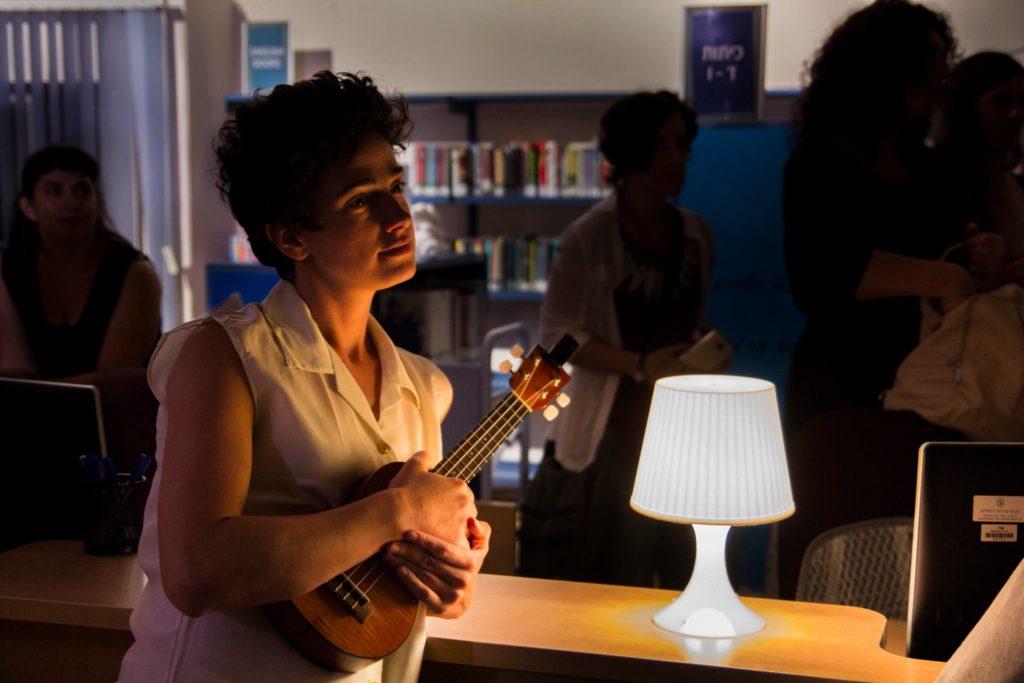 ספרייה בלילה הקולות הצפים